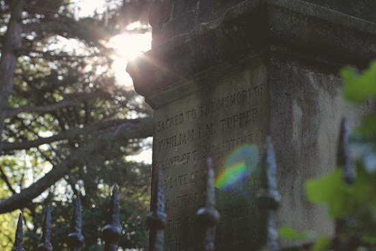 Whisky en el Cementerio de los Ingleses