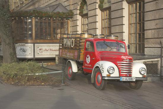 Curiosa entrada del restaurante ... en Cracovia