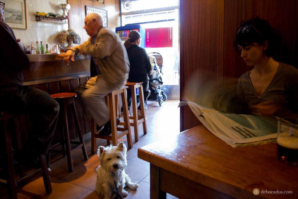 Ambiente en el interior del bar Ione.