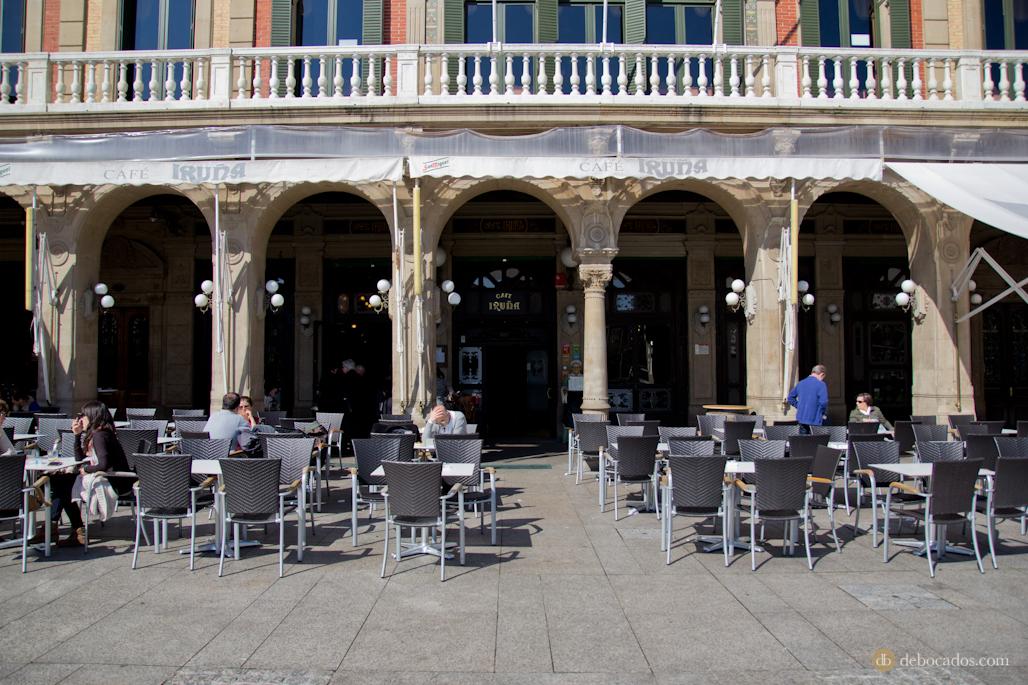 Terraza del Café Iruña en la Plaza del Castillo.