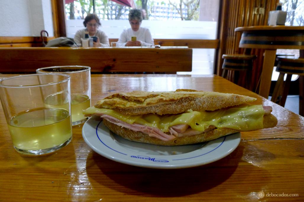 """EL bocadillo de lacón con queso de Casa maruxa, un """"must""""."""