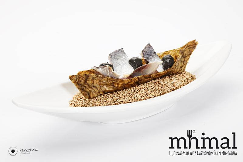 K1, ceviche de sardinas, alga kombu y ajo negro de José Castrodeza