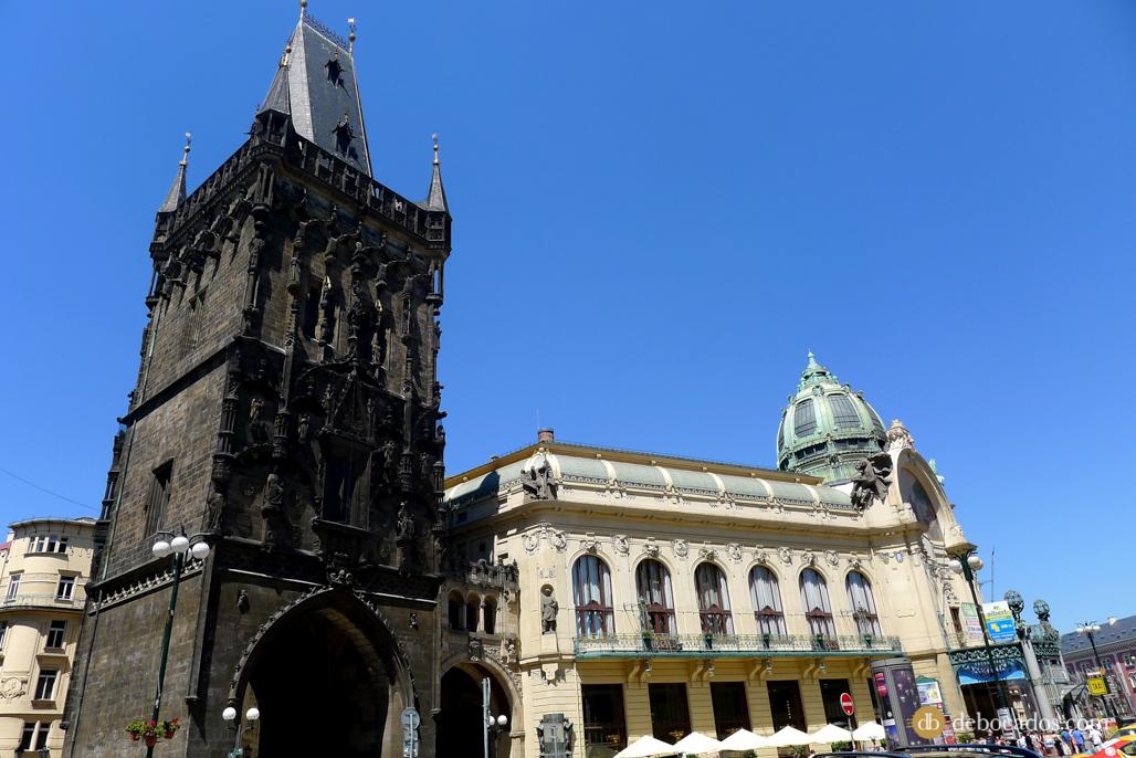 Torre de la Pólvora y Casa Municipal de Praga