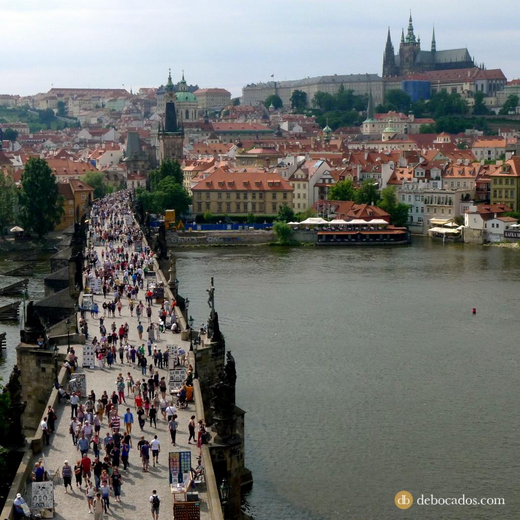 Panorámica del Puente de Carlos desde una de sus torres en Praga