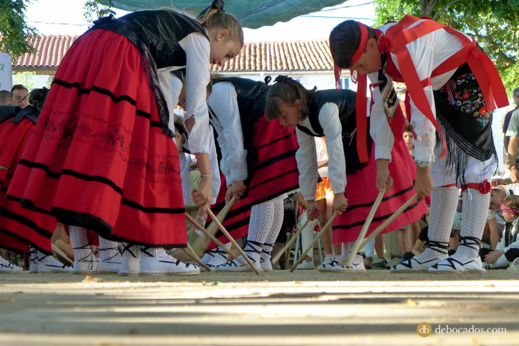 Uno de los momentos más esperados del día llegó cuando los más jóvenes, ataviados con el traje tradicional