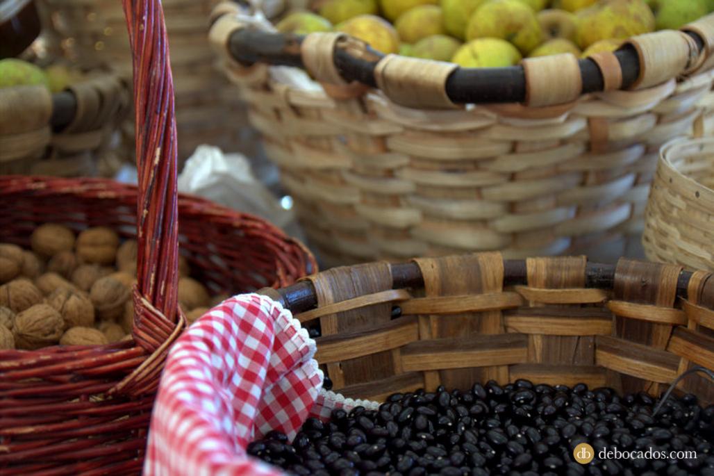 Productos típicos del País Vasco en el mercado del Tinglado de Tolosa en Tolosa Goxua