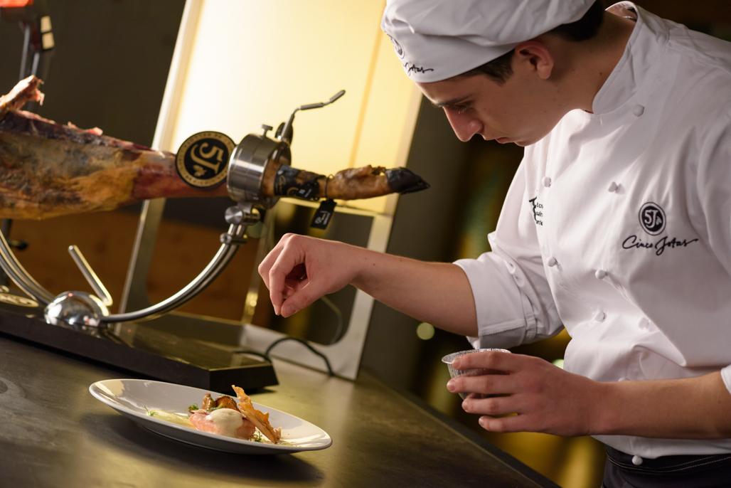 Álvaro Muñoz, ganador del Primer Concurso Cinco Jotas VIntage Cooking